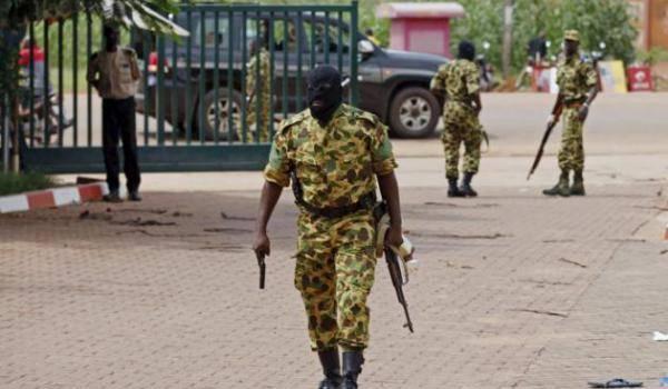 Un soldat de l'armée du Burkina.