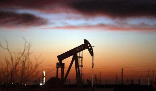 La faiblesse du pétrole a aidé le cours du pétrole.