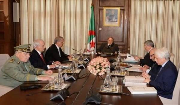 Le conseil restreint dirigé par Bouteflika