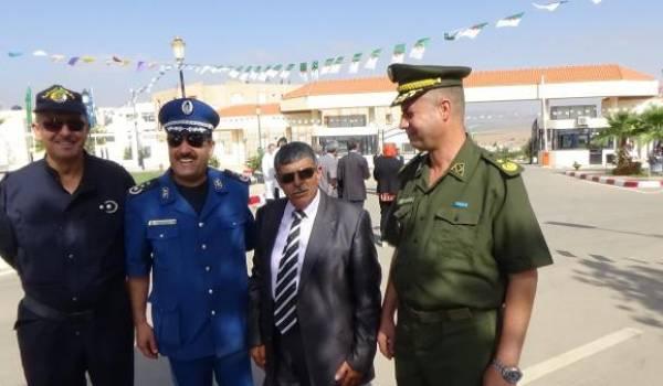 Le commissaire Achi Mohamed au centre.