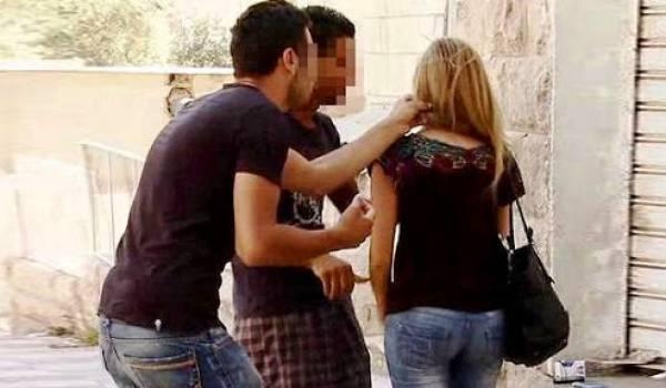 Les femmes subissent l'innommable dans une société algérienne machiste et conservatrice.