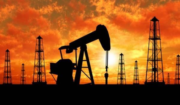 Le pétrole repasse sous les 50 dollars, le marché inquiet de l'Iran et des USA