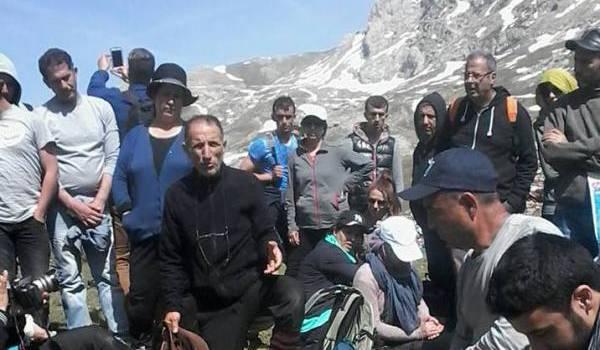 Mohand Salah Messaoudene, enseignant chercheur à l'université, lors d'une sortie en montagne.