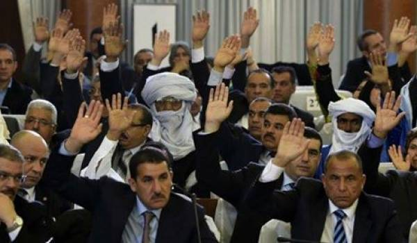 Sur amendement verbal du président, les députés s'exécutent.