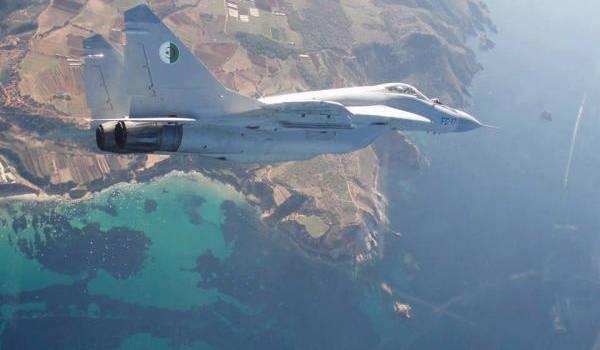 L'aviation militaire algérienne a renforcé la surveillance des milliers de kilomètres de frontières