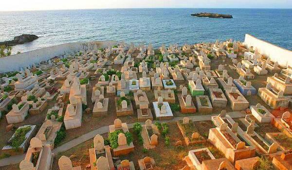 Les cimetières saturent.