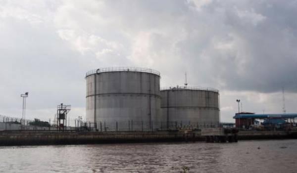 Le pétrole termine en baisse, le marché se focalise à nouveau sur l'offre