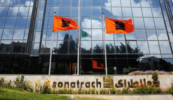 Sonatrach-Total signent un accord pour la construction d'un complexe pétrochimique