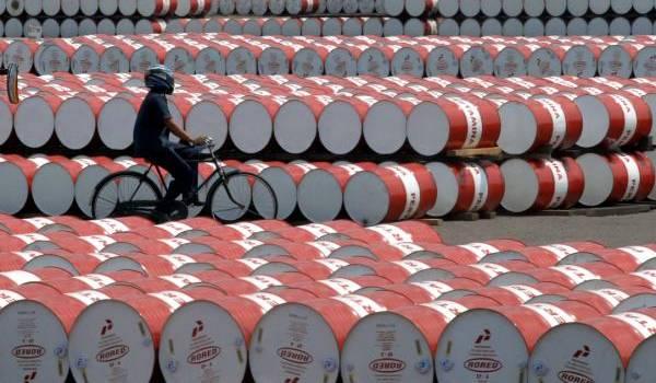 Le cours du pétrole termine en baisse, réunion samedi des principaux producteurs
