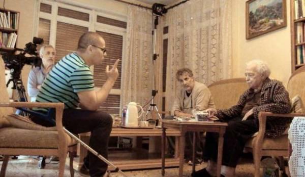 Mabrouk Belhocine avec le producteur réalisateur Hocine Saadi lors d'un tournage documentaire il y a quelques mois.