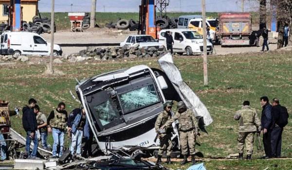Un autocar de militaires a été la cible d'un attentat.
