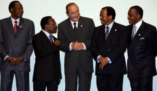 La Françafrique, une très vieille histoire d'amitié intéressée entre les présidents français et les dictateurs africains.
