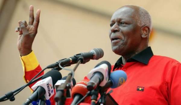 Le président angolais dos Santos ne se présentera pas à un nouveau mandat en 2017