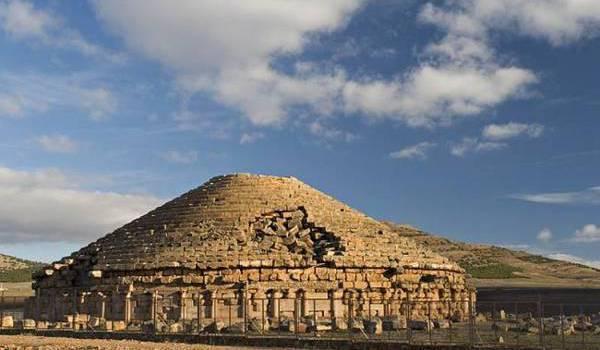 Les pouvoirs successifs ont balayé l'histoire millénaire amazighe pour lui substituer une autre.