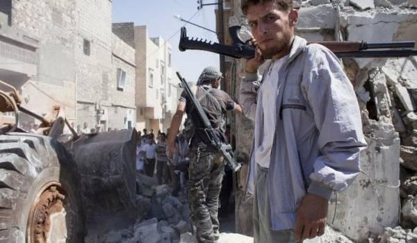 Impuissants devant l'avancée de l'armée du régime appuyée par la Russie, les rebelles se retirent