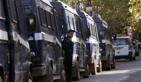 Des convois de camions de policiers qui ont embarqués les réfugiés africains. Photo AFP