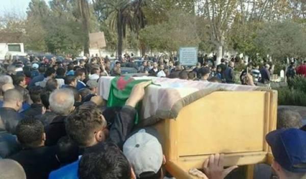 Beaucoup de monde ont accompagné Mohamed Tamalt lors de son enterrement.