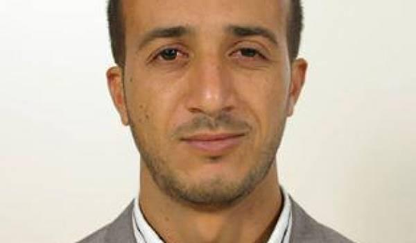 Merzoug Touati arrêté par la police pour ses activités sur la toile.