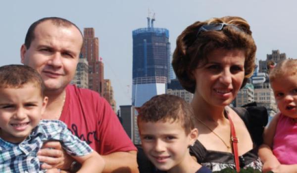 Le couple avec leurs enfants.