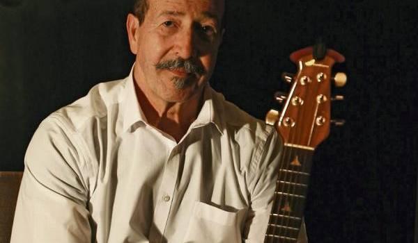 Lounis Aït Menguellet : un demi-siècle de chansons et d'espoir.