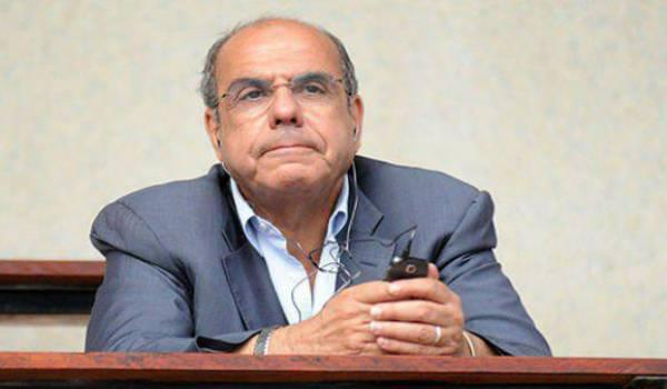 Dans la tourmente, Mohamed Raouraoua rue dans les brancards