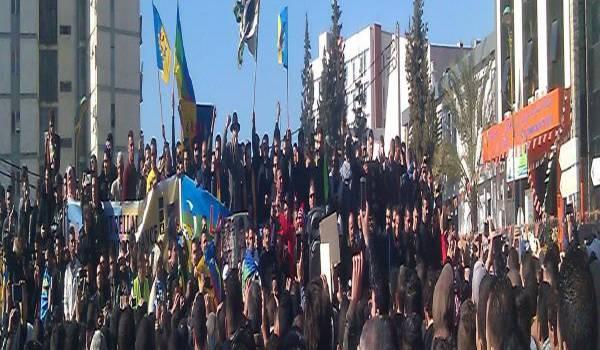 A TiziOuzou, des milliers de militants et sympathisans MAK ont marché jeudi.