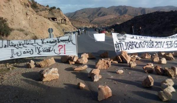 La route de Tkout fermée. Photos Jugurtha Hanachi