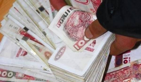 Le dinar algérien est déprécié.