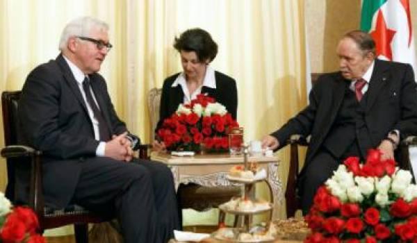 Le président Bouteflika recevant en 2015 le ministre des Affaires étrangères Frank-Walter Steinmeier.