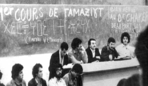 Salem Chaker assurant un cours de tamazigh pendant les années de plomb.