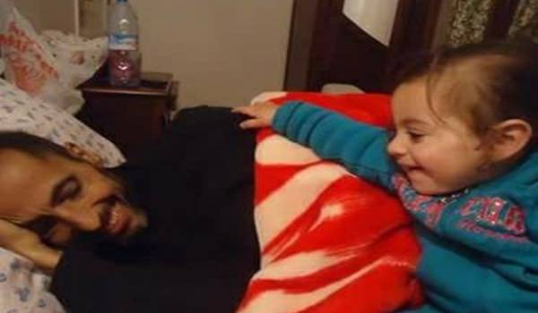 Samir Thorshiat et sa fille Alina (2 ans)