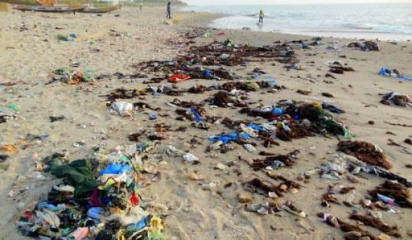 Le littoral algérien souffre de pollution.