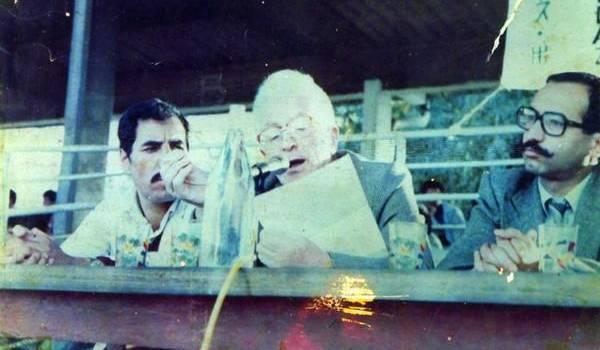 Mouloud Mammeri et Tahar Djaout, deux écrivains libres qui ont refusé tout compromission avec le pouvoir. A gauche, on voir Mohand Haroun.