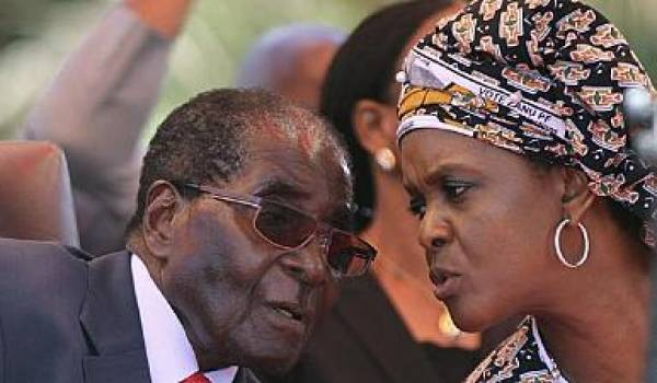Robert Mugabe et Grace presque 40 ans de différence d'âge mais un pouvoir sans partage sur le Zimbabwe.