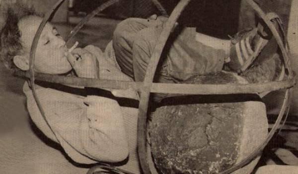Mohamed Demagh. Palais de la culture Moufdi-Zakaria, Alger, 1993 (crédit photo AA et SLF)