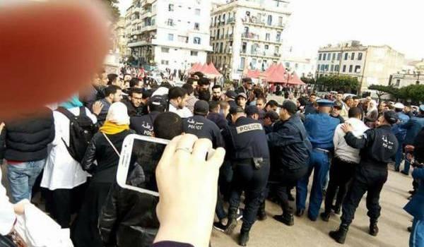 Les étudiants en pharmacie réprimés ce matin à Alger.