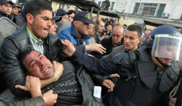 Interdiction et répression systématiques des rassemblements.