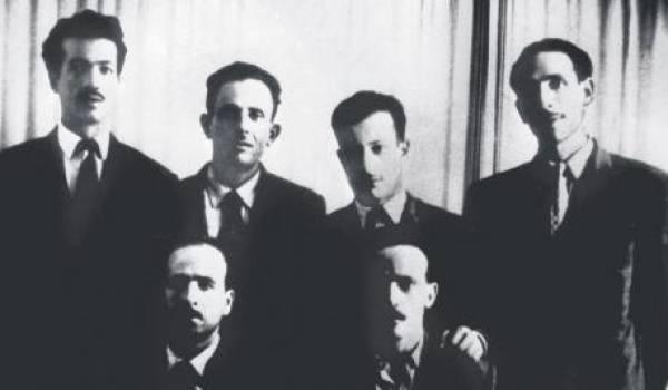 Les six figures historiques de la révolution algérienne lors de leur dernière réunion à Bab El Oued. Archives ex-RDA.