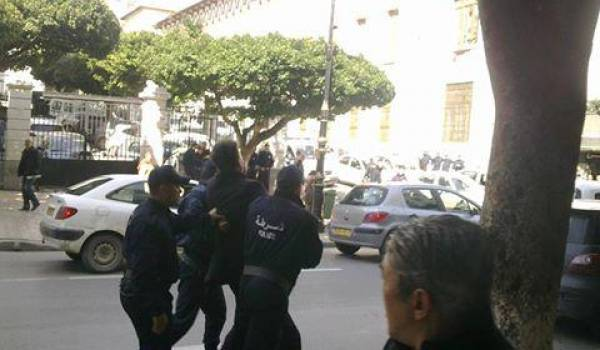 Arrestation de féministes à Alger. Photo archives.
