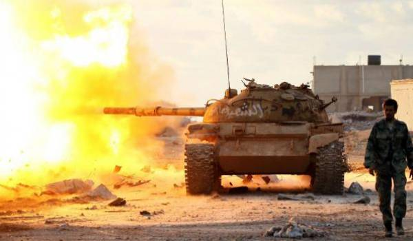 Des chars ont été déployés dans les quartiers résidentiels de la capitale libyenne.