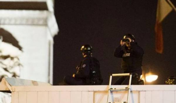 Des policiers sur les Champs-Elysées. Photo AFP