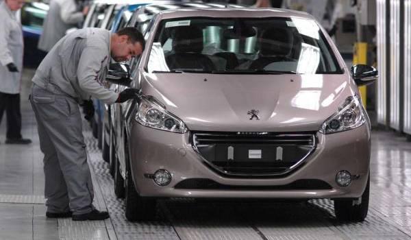 En 2015, Bouchouareb a déclaré que Peugeot installera son usine en 2016 à Oran.