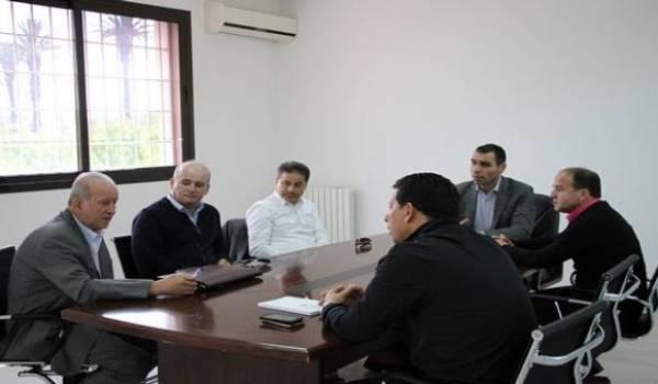Fodil Tikanouine, au cours d'une réunion.