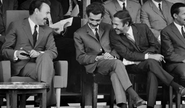 Boumediene-Bouteflika ; le même système règne sur l'Algérie et obère l'espoir de changement.