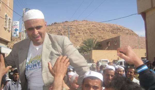Après avoir suspendu sa grève de la faim, Kamel-Eddine Fekhar évacué sur Alger.