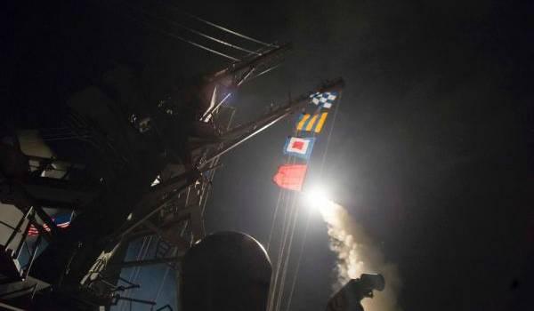 Donald Trump attaque la Syrie: 59 missiles Tomahawk lancés en une nuit! (Vidéo)