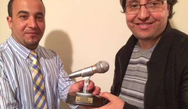 Kamel Tarouiht à Philadelphia, aux Etats-Unis, pour recevoir le prix des mains de Lounes Attab, président de Bac (Berbere  Americain community)