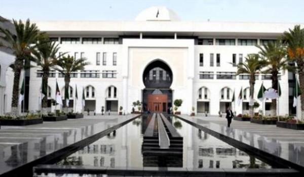 La diplomatie bicéphale algérienne crée des situations plus que coquaces