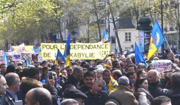 Les partisans du MAK-Anavad ont marché à Paris pour commémorer les printemps berbère et noir. Photo archives Siwel.