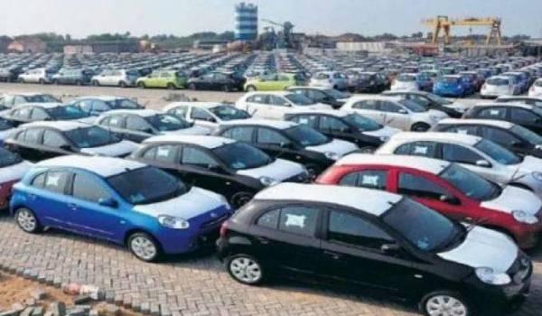 Les voitures autorisées à l'importation sur licence.